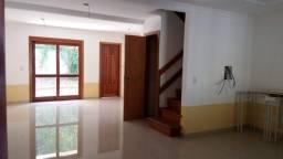 Casa 3 dormitórios com vaga e pátio individual bairro Cavalhada