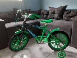 Bicicleta infantil bem conservado
