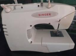 Título do anúncio: Maquina de costura Singer Facilita