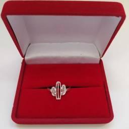 Temos várias opções de anéis.  Prata 925 ?