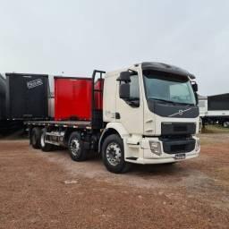 Caminhão Bitruck Volvo VM330 8x2 2015 - VM 330 Bi-Truck 4 Eixos