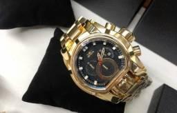 Relógio Invicta Reserve Bolt Zeus Magnum Dourado fundo Preto