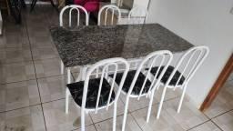 Título do anúncio: Mesa de mármore com 6 cadeiras em bom estado
