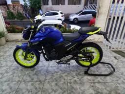 Vendo motocicleta Fazer 250cc com freio ABS Ano 2019<br>Contato: *