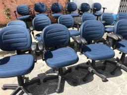 Cadeiras de escritório giratória, semi novas