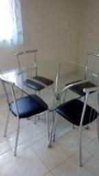 Mesa cromada com 4 cadeiras
