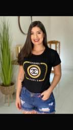 Camisa Feminina T-Shirt Preta com Pedrinhas Brilhosas e Cordão Folheado a Ouro