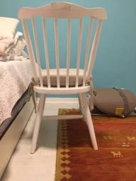Cadeira de madeira maciça com almofada
