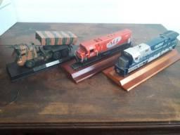 Miniatura<br>Locomotiva C30 9220 Rumo +<br>Locomotiva G22U 4460 ALL + Viatura Astros II Avibras