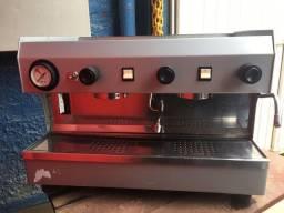 Máquina de café profissional FAEMA