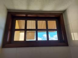 Janelas e portas em madeira de imbuia e assoalho (madeira demolição)