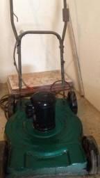 Máquina de cortar grama elétrica ..ótimo estado