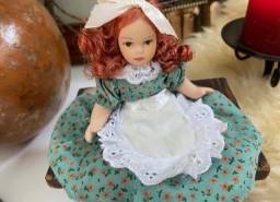 Título do anúncio: Boneca antiga de porcelana portuguesa Sophie