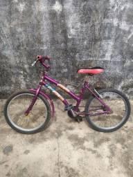 Duas bicicletas aro 16 e 20