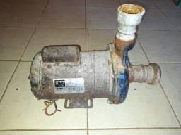 Título do anúncio: Bomba d'água WEG 1.5cv 110/220 woltz  Em pleno funcionamento