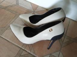 Título do anúncio: Vendo um lindo sapato Carmen steffens original  usado uma só vez n34 ValorR$75