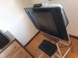 TV LG 21 polegadas, em perfeito estado. Posso entregar na região de Curitiba. 250,00