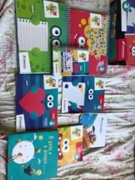 Título do anúncio: Livro infantil 4 editora conquista! Pouco dias de uso