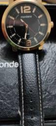 Relógio mondaine na caixa