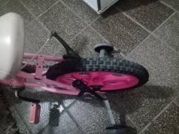 Bicicleta infantil com rodinhas