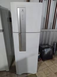 Título do anúncio: Geladeira Electrolux DF45 Frost Free