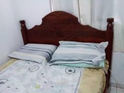Vendo cama de madeira. Somente a cama.