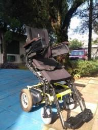 Vendo cadeira de rodas elétrica que  fica em pé  automatizada