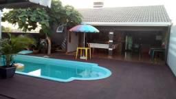 Casa com piscina e edícula em medianeira