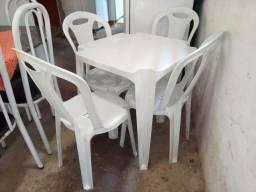 Mesa com quatro