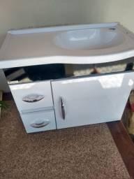 Lavatório de banheiro com gabinete