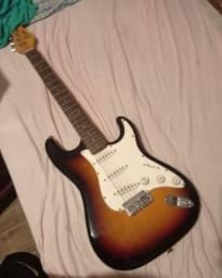 Guitarra stratocaster (Condor) sem 2 cordas 200 reais