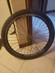 Roda dianteira de bicicleta media