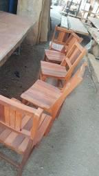 Cadeira em madeira reforçada