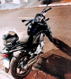 Vendo moto cb300r 2013/2014 moto impecável