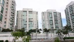 Alto de padrão com 305 m² na Península (Varanda aberta, qtos virados p/piscina)