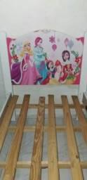 Vende se uma cama de solteiro dos personagens das princesas