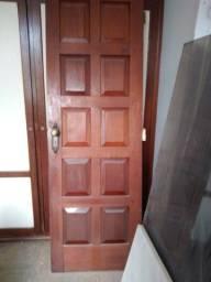 Título do anúncio: Porta de madeira usada