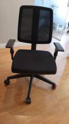 Cadeira para escritório executiva giratória - com Braço - Cavaletti - Estrutura preta