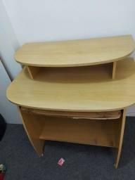 Cadeira e mesa usadas