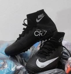 Chuteira Nike Preta