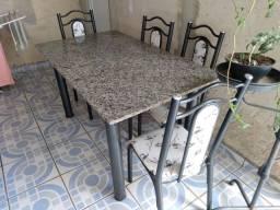 Mesa com 04 cadeira