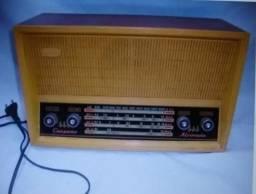 Radio antigo dos anos 70 com frequencia am