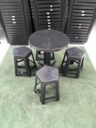 Mesa desmontavel mais 4 banquetas