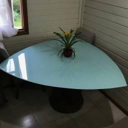 Mesa de vidro triangular