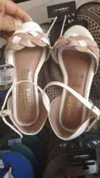 Vendo está sandália e está sapatilha.