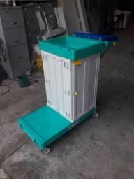 Carrinho de limpeza com armario 450,00 usado Somente retirada no local
