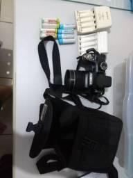 Câmera semi profissional fuji S4500, quase sem uso, sem nenhum detalhe ou marca.