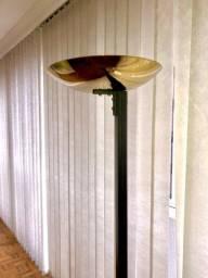 Luminária de chão dourada