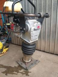 Compactador de solo a gasolina (Sapo)