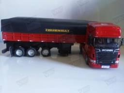 Miniatura conjunto Scania + carreta graneleira. Escala 1/32